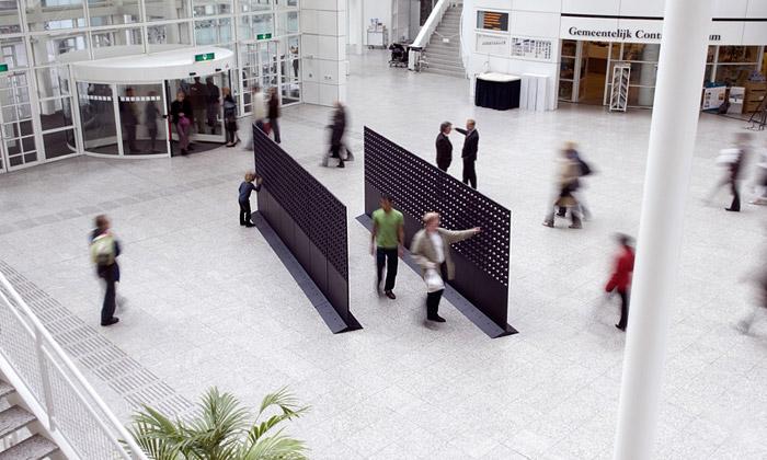 Stovky ventilátorů jako reaktivní umění