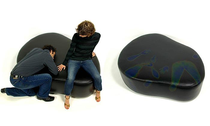 Močálový nábytek sbarevnou reakcí natělo
