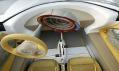 Organické tvary palubní desky i ohromný digitální budík jako z budoucnosti