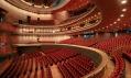 Uprostřed bodovy největší operní sál s téměr 2500 sedadly