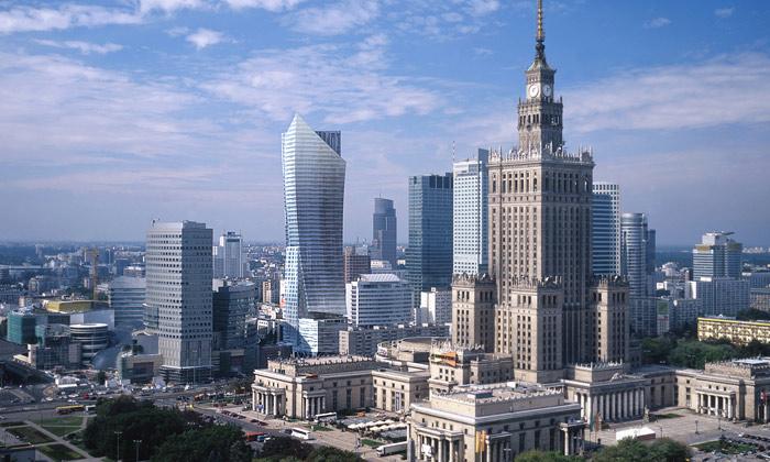 Libeskind staví veVaršavě prohnutý mrakodrap