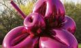 Socha Balloon Flower vbarvě Magenta odJeffa Koonse