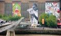 Street Art nabudově Tate Modern vLondýně