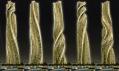 Rozfázovaný pohyb dynamického dubajského mrakodrapu v noci