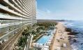 Prohnutý skleněný komplex s bazénem a přilehlou pláží