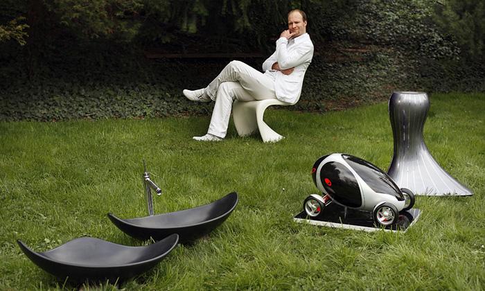 Jaroslav Větvička tvoří automobil vetvaru vejce