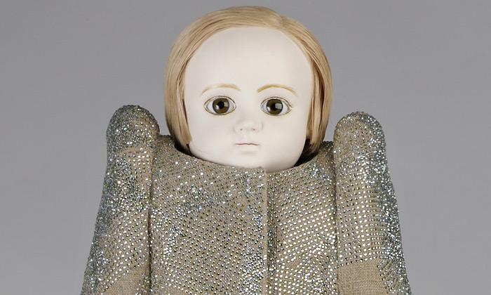 Swarovski vystavuje panenky vkřišťálových šatech