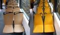 Sedadla v testovacím dřevěném a nově i plastovém žlutém provedení
