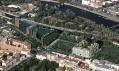 Bílá budova River Diamond tvaru písmena U na Rohanském nábřeží