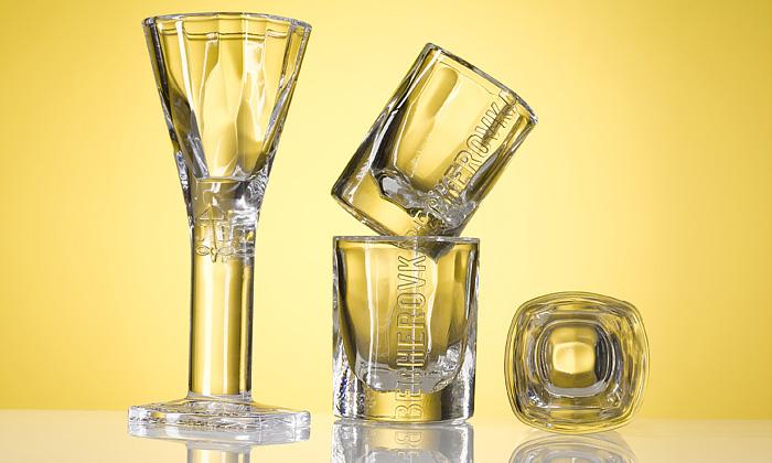 Nové sklo pro Becherovku zaplaví české bary
