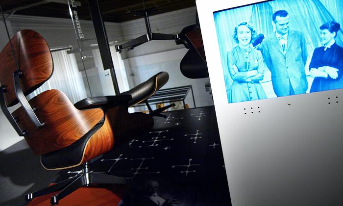 Levitující nábytek navýstavě Eames by Vitra