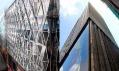 Vizualizace návrhu rekonstrukce fasády vlevo a původní budova vpravo