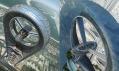 Zaoblený vrchol mrakodrpau Anara Tower připomínající vrtuli