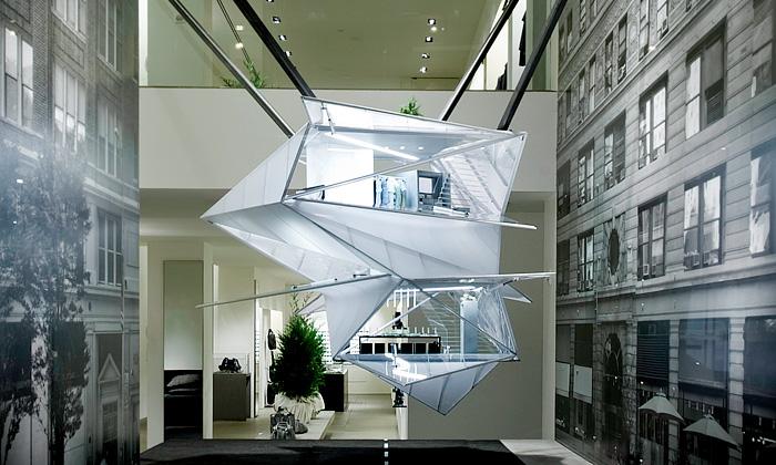 Calvin Klein láká doprodejen nafuturistický domov