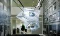 Instalace futuristického domu od Rex Architecture ve výloze Calvin Klein