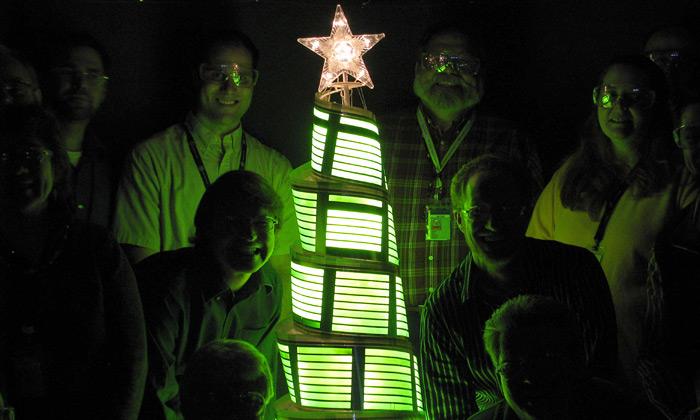 Rozsvícen první vánoční stomek zpanelů OLED