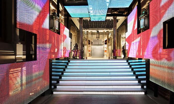 Barcelona má nový experimentální obchod H&M