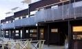 Šestice dvoupatrových dřevěných řadovek tvořících hotel Salt & Sill