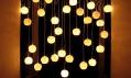 Tamsin van Essen ajeho instalace světel Warped Light neboli Zkroucená světla