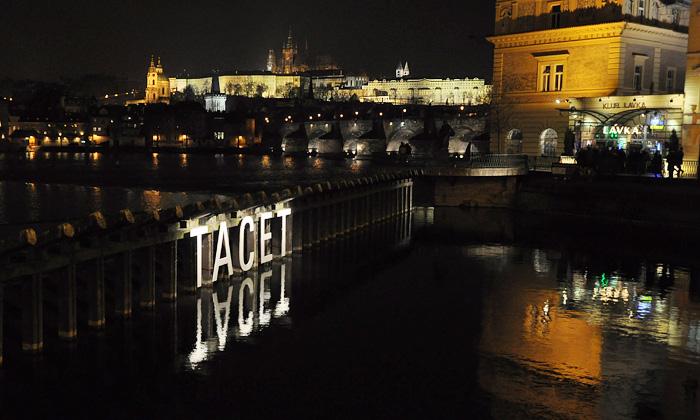 Transparency 2009 přibyla světelná instalace Tacet