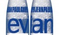 Jean-Paul Gaultier a Prêt-à-porter láhev Evian