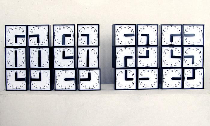 Humans Since 1982 vyrobili digitální analog hodiny