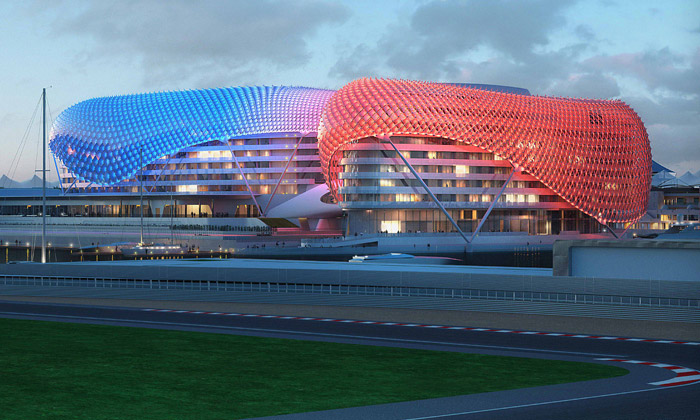 Yas Hotel nad dráhou F1 vAbu Dhabi sedokončuje