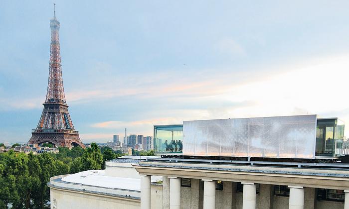 Restaurace Art Home nastřeše muzea vyhlíží Paříž
