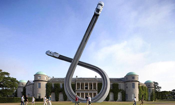 Británii zdobí čtyřicetitunová socha letících aut Audi