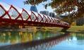 Mírový most přes řeku Bow vCalgary odSantiaga Calatravy