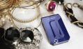 Mobilní telefon Jalou od Sony Ericsson v běžném provedení