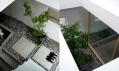 Interiér domu ve městě Nagoja v Japonsku od Suppose Design Office