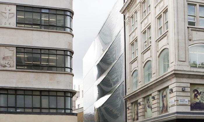 Amanda Levete dokončila futuristickou fasádu domu