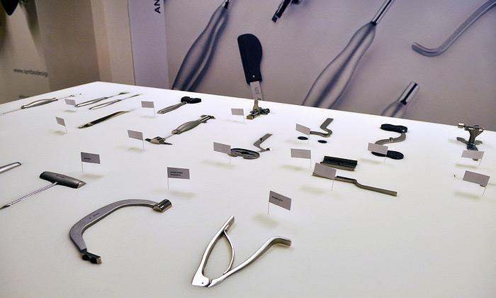 Anna Kozová představila nové chirurgické nástroje