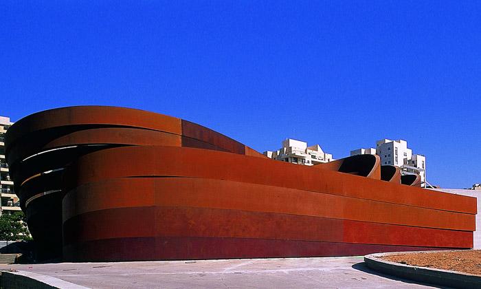 Ron Arad dokončil první muzeum designu vIzraeli