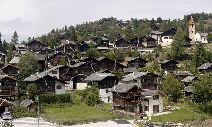 Felice Varini pomalovává geometrií už icelé vesnice