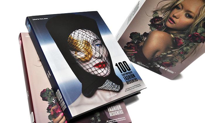 Kniha 100 Contemporary Fashion Designers neboli 100 současných módních designerů