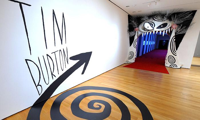 Tim Burton vystavuje vMoMA přes 700 exemplářů
