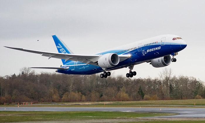 Boeing 787 Dreamliner zuhlíkových vláken vzlétl
