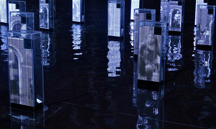 Jason Bruges vystavuje vLondýně digitální zrcadla