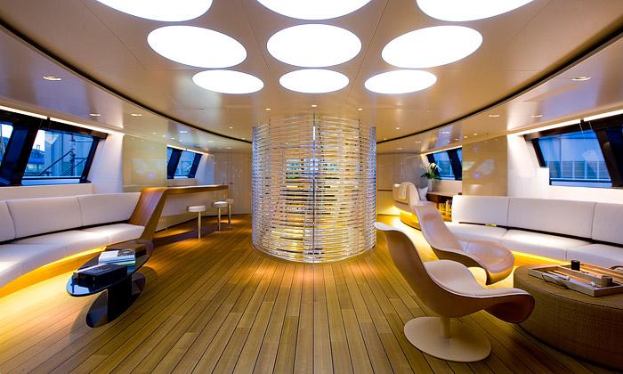 Norman Foster dokončil interiér jachty Panthalassa