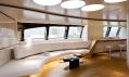 Interiér jachty Panthalassa, jejíž interiér navrhl Norman Foster