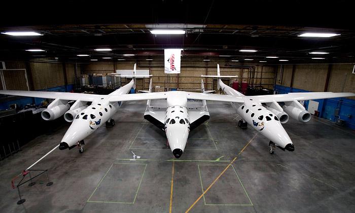 Odhalena loď SpaceShipTwo pro cesty dovesmíru