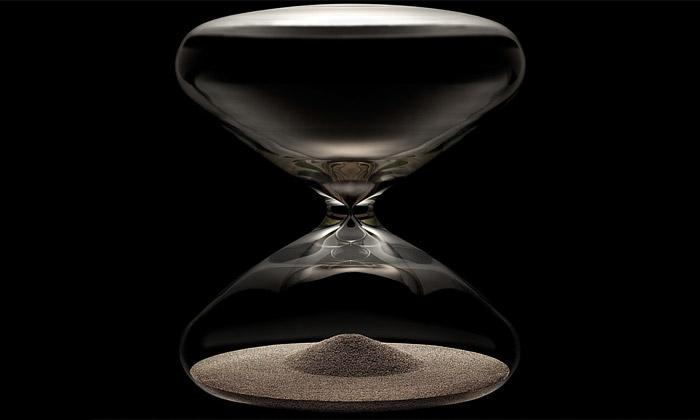 Marc Newson navrhl pro Ikepod přesýpací hodiny
