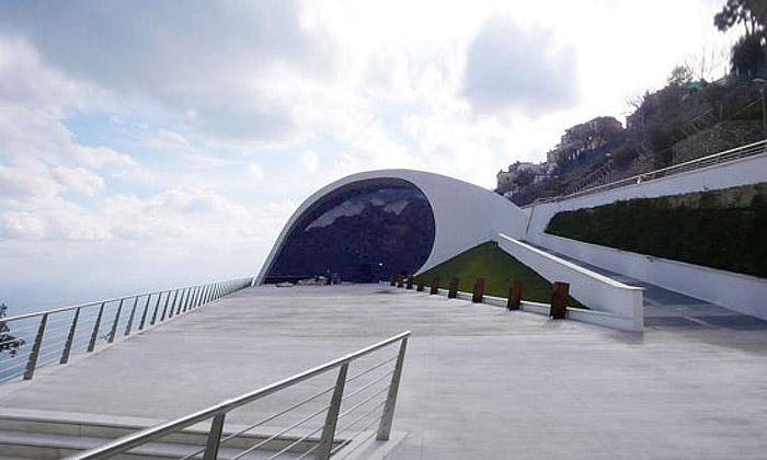 Oscar Niemeyer dokončil uNeapole nové auditorium