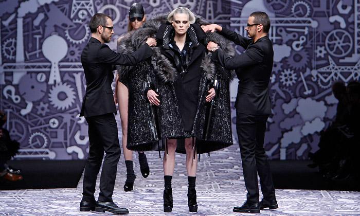Viktor & Rolf netradičně uvedli černou zimní kolekci