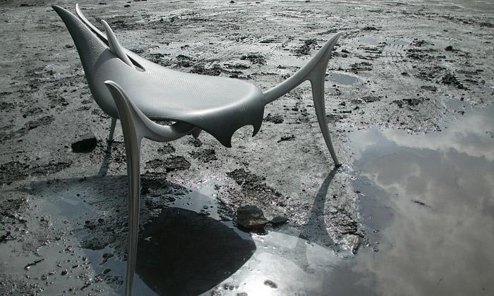Jiří Svatoň navrhl židli Survivors pro konec lidstva