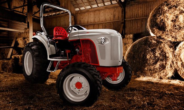 Retro traktor New Holland Boomer 8N zamíří iknám