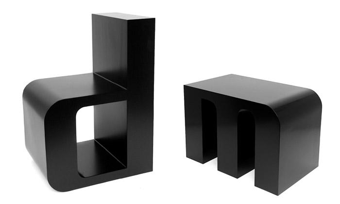 Roeland Otten poskládá židlemi ABChairs abecedu