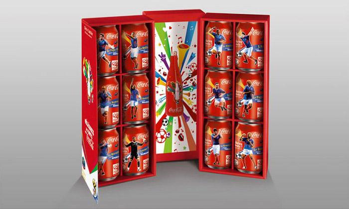 Coca-Cola má speciální edici fotbalových plechovek